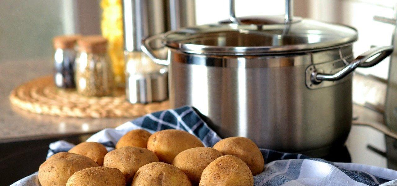 kartoffelreibe-fuer-profis-schaelen